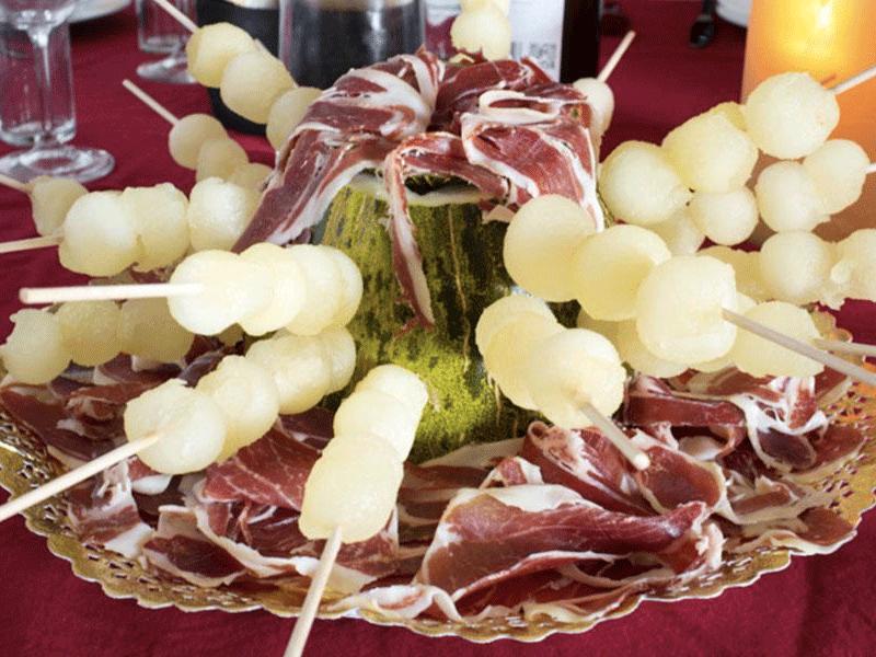 Brochetas melón con jamón